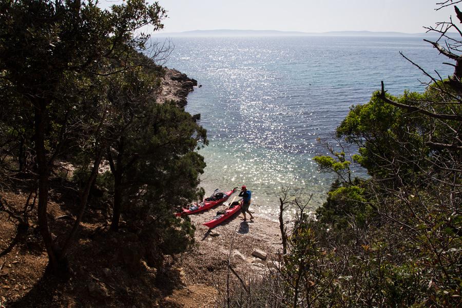 adventure_kayaking_on_a_beach