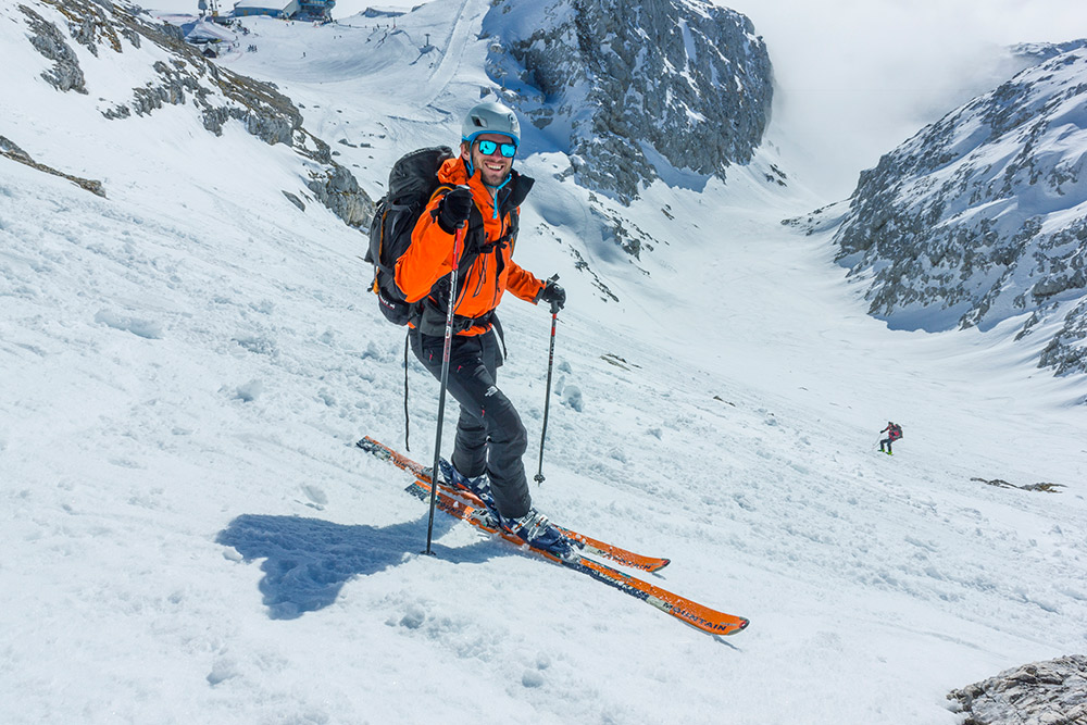 e_ski_touring_descend_sunny_slovenia