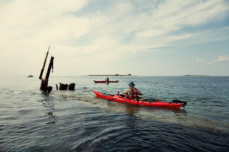 sea kayaking shipwreck in croatia
