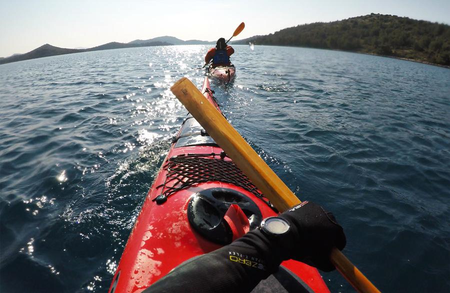 winter_kayaking_croatia_eskimo