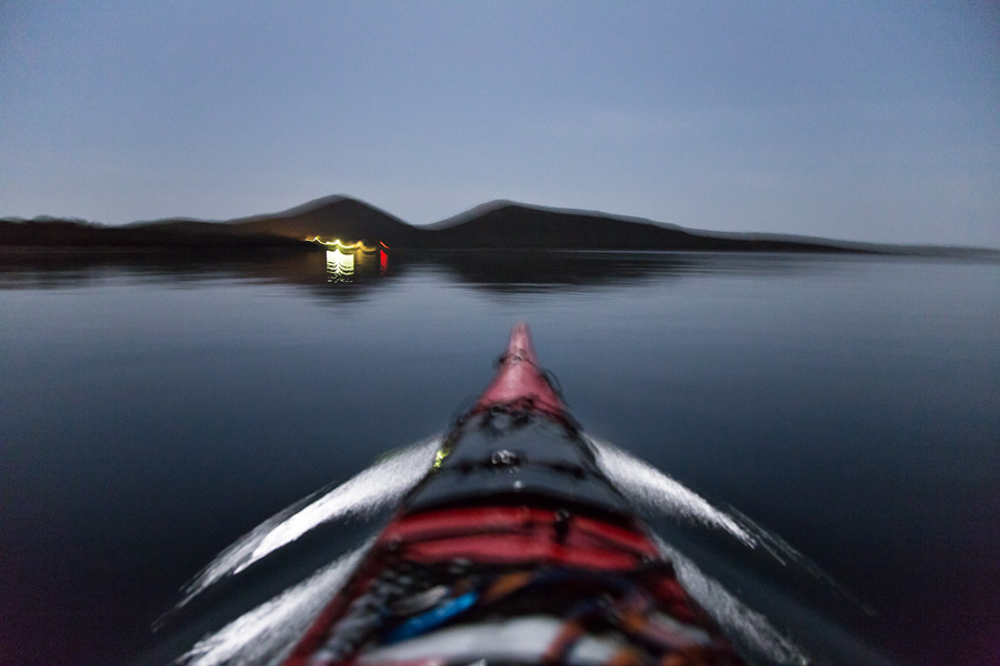 adventure_kayaking_in_the_night