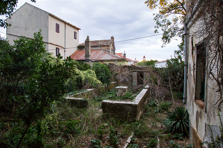 remains_of_nobleman_house_in_molat
