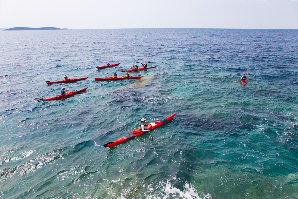sea_kayaking_on_island_molat